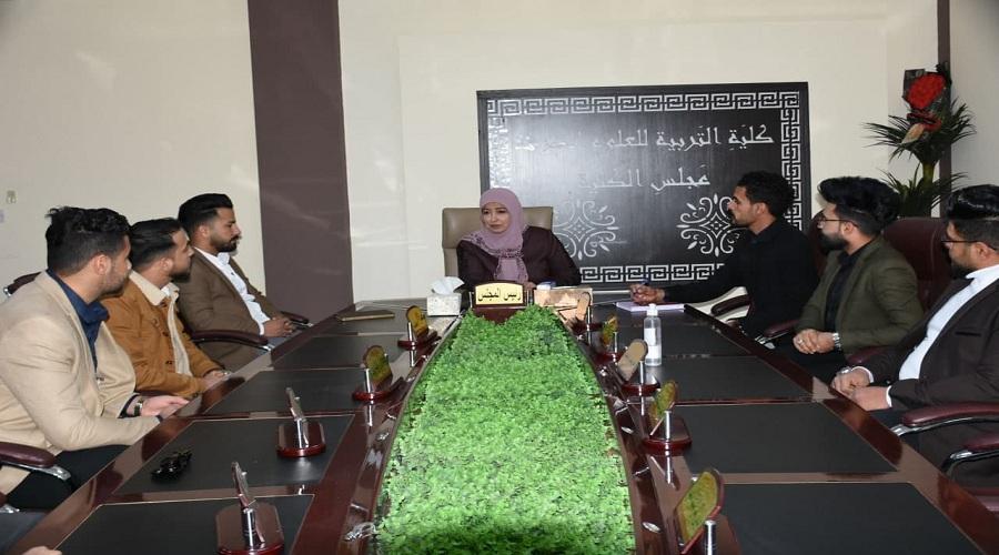 السيدة عميد كلية التربية للعلوم الصرفة تلتقي بممثلي طلبة الاقسام العلمية الاربعة في الكلية