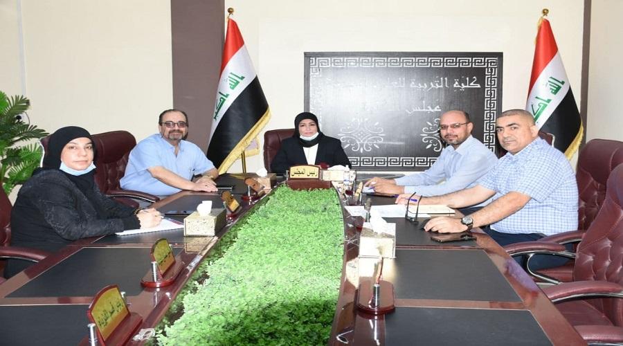 اجتماع السيدة عميد كلية التربية للعلوم الصرفة مع أعضاء لجان المؤتمر العلمي الوطني الثاني للدراسات العليا الالكتروني